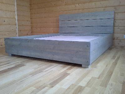 кровать из дерева для дачи