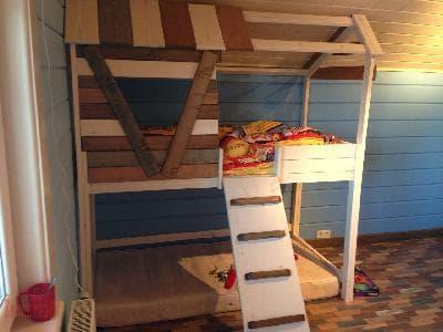 Деревянная детская двухъярусная кровать