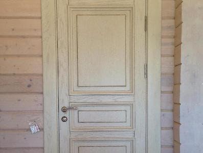 Межкомнатные двери для деревянного загородного дома (стены клееный брус) по эскизам заказчика.