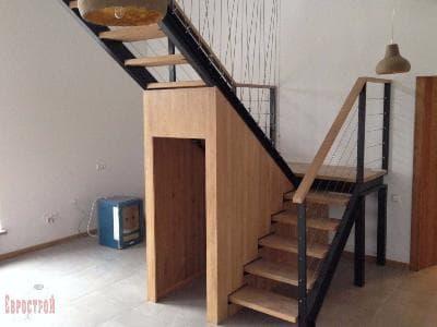 Лестница из черного металла