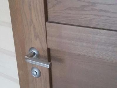 Деревянные межкомнатные двери для дачи