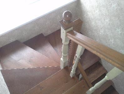 Лестница через два этажа на мансарду