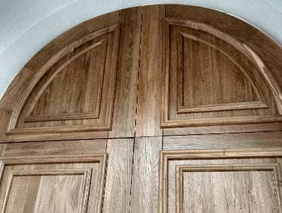 Деревянные накладки (филенки) на металлическую дверь