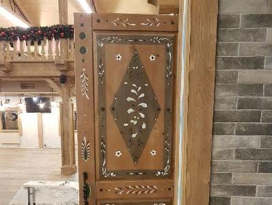 Двери для ресторана в баварском стиле