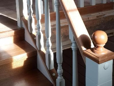 Лестница из массива дуба и бука